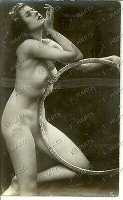 1965 ca EROTICA VINTAGE Sexy young naked girl playing with hoop *REAL PHOTO