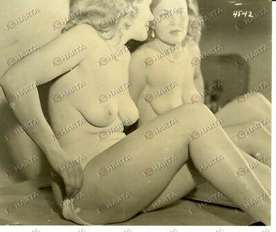 1955 EROTICA VINTAGE Naked MILF looking at herself in a mirror *REAL PHOTO