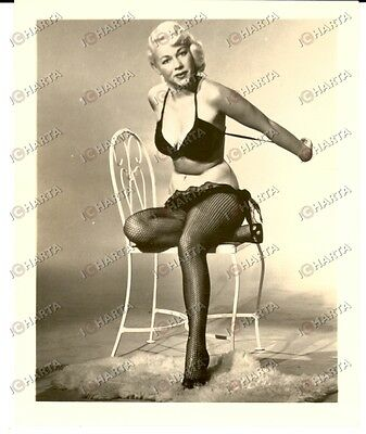 1965 ca EROTICA VINTAGE USA Woman in black lingerie on a chair *PHOTO