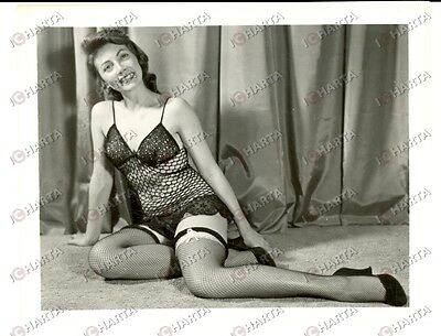 1965 USA - EROTICA VINTAGE Housewife posing in fishnet lingerie *PHOTO