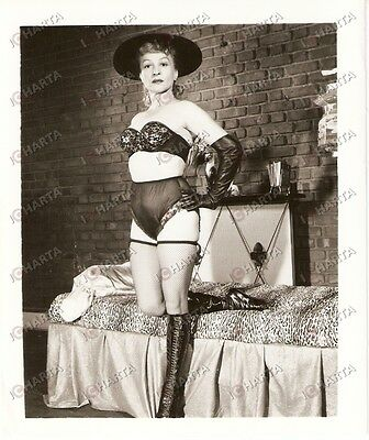 1965 ca USA - EROTICA VINTAGE Woman wearing leather gloves and sexy boots *PHOTO