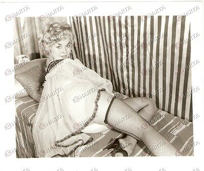 1965 ca USA - EROTICA VINTAGE Pin-up showing fishnet stockings on bed *PHOTO