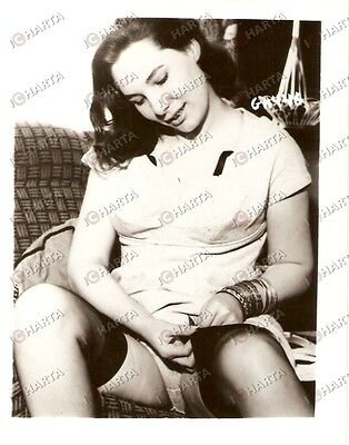 1965 ca USA - EROTICA VINTAGE Young girl fastening her silk stockings *PHOTO
