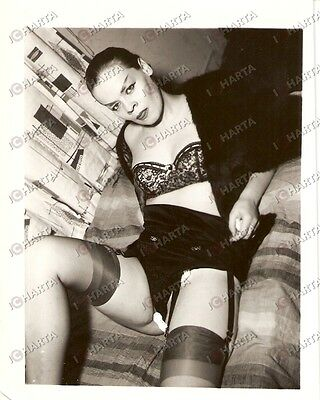 1965 ca USA - EROTICA VINTAGE Aggressive girl showing her black lingerie *PHOTO