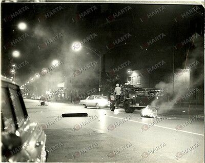 1966 CHICAGO (USA) Riot-torn in PUERTO RICAN neighborhood *Photo UPI 25 x 20