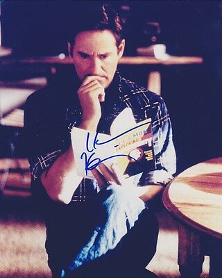 HAND SIGNED ACTOR KEVIN KLINE 8X10 COLOR MOVIE PHOTO *UNIDENTIFIED*