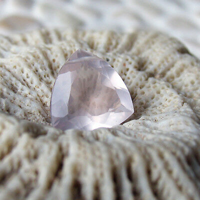 1 top A grade rosenquarz triangel cut perle gebohrt, 12x12x6mm, 5,2 ct., kalibr.