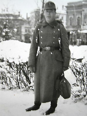 Orig Privat Foto WW 2.WK Soldat Winter Uniform Mantel Tornister Rucksack usw...