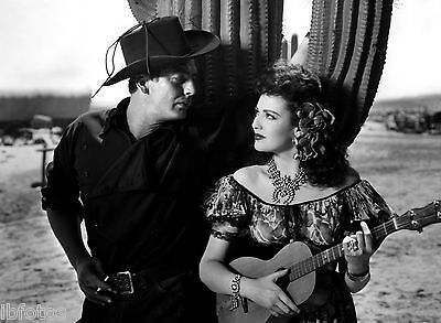 Photo La Poursuite .. - Linda Darnell & Victor Mature Ref (Dar050520141)