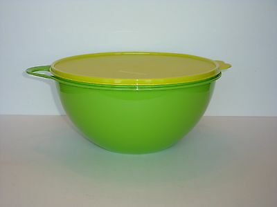 Tupperware Thatsa Bowl Mix & Store in one Bowl - 19 Cup Capacity Green Brand New
