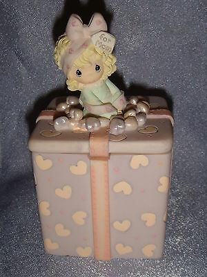 Precious Moments - Resin Figurine - A MOM'S LOVE IS THE BEST GIFT OF ALL