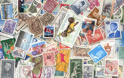 WORLD - Lot of 200 used/MNH worldwide different colorfull stamps