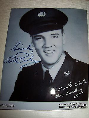 ELVIS PRESLEY EXCLUSIVE ULTRA RARE  AUTOGRAPH SIGNED ARMY PHOTO  MINT