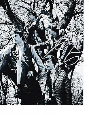THE KINKS DAVE DAVIES SIGNED IN A TREE 8X10