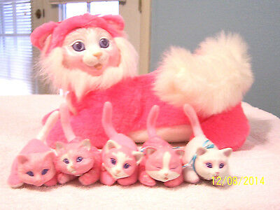 KITTY SURPRISE  WITH 5 BABIES-SWEET HOT PINK- VINTAGE-HASBRO -GREAT CONDITION