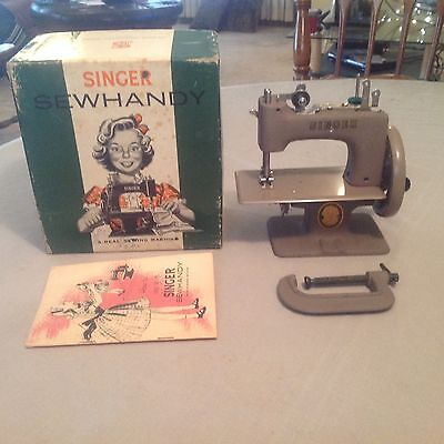 NICE RARE ANTIQUE VINTAGE SINGER 20 SEWHANDY TOY SMALL CHILD SEWING MACHINE +BOX