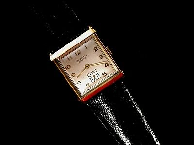 Universal Geneve UG 18 KT Gold Men's Vintage Mechanical Movement Wrist Watch
