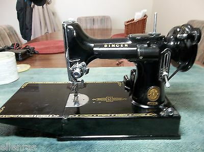 1958 BLACK SINGER FEATHERWEIGHT MODEL 221K WITH CASE-BOOK-BOBBINS