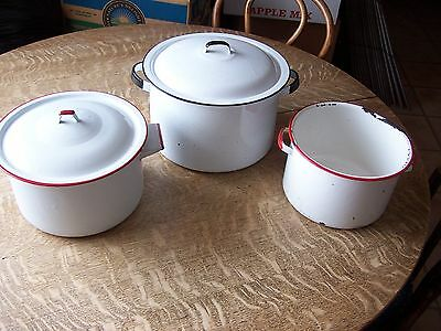 VINTAGE lot of 3~12qt.WHITE/BLACK SPECKLED ENAMELWARE POT&LID+2 UNIQUE RED PANS