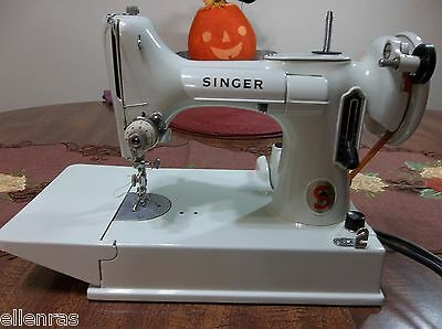 VINTAGE WHITE SINGER FEATHERWEIGHT SEWING MACHINE WITH CASE AND ACCESSORIES