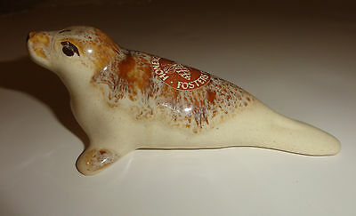 FOSTERS POTTERY.   LARGE SEAL HONEYCOMB DESIGN.