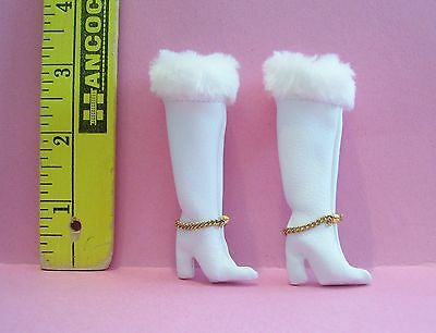 Vintage  MATTEL BARBIE RED WHITE AND WARM #1491 BOOTS WITH CHAIN SHOES REPRO
