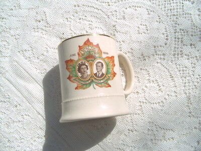 """ARTHUR WOOD """"QUALITY"""" MADE IN ENGLAND MUG """"ROYAL VISIT TO CANADA"""" JUNE 1959 QUE"""