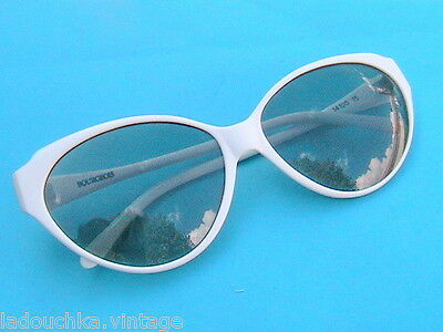 FRENCH 1970s WOMAN CAT EYES WHITE LUCITE FRAME SUNGLASSES - MADE IN FRANCE-NEW