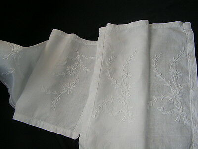 2 B'FUL VTG IRISH LINEN HAND EMBROIDERED RAISED WHITE WORK DAISY & BOW SM CLOTHS