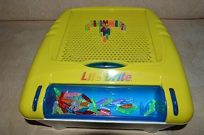 Hasbro 2003 Portable/Carry Lite Brite with pegs/easy storage