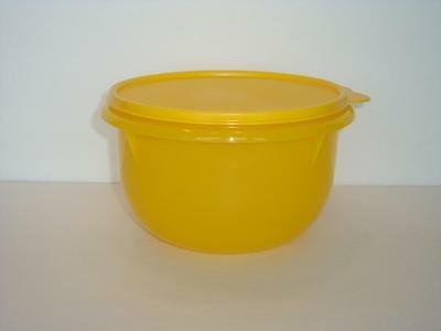 Tupperware Classic Mixing Serving & Storage Bowl & Seal Set 8-Cup Yellow New
