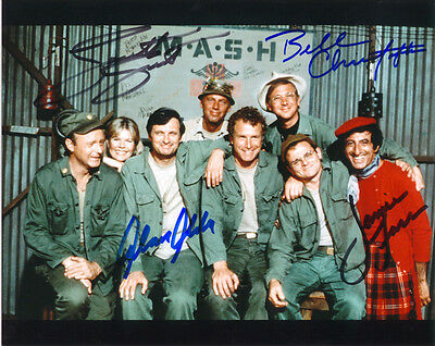 Mash Cast Signed 8X10 Photo Rp Loretta Swift Alan Alda