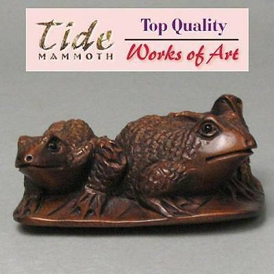 Boxwood Handcrafted Netsuke THREE FROGS Carving WN135
