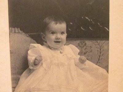 Gardner Taylor Brooklyn NY Antique Cabinet Photo Child with unusual hand/fingers