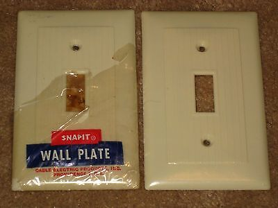 2 Vintage Mid Century SNAPIT Ribbed BAKELITE Single Light Switch Plate Cover