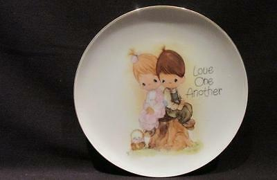 """Love One Another Precious Moments 1978 Enesco 7 1/4"""" Plate"""