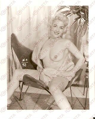 1950 ca USA - EROTICA VINTAGE Sexy naked girl sit on a design chair *PHOTO