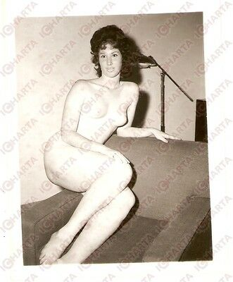 1950 ca USA - EROTICA VINTAGE Naked girl lying on an armchair *PHOTO
