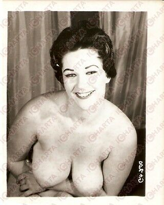 1950 ca USA - EROTICA VINTAGE Smiling girl shows herself naked *PHOTO