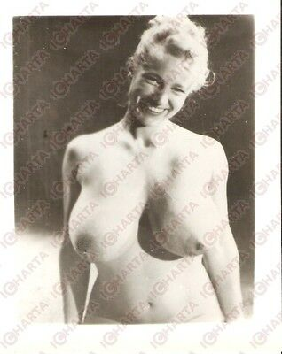 1950 ca USA - EROTICA VINTAGE Smiling naked girl shows her body *PHOTO
