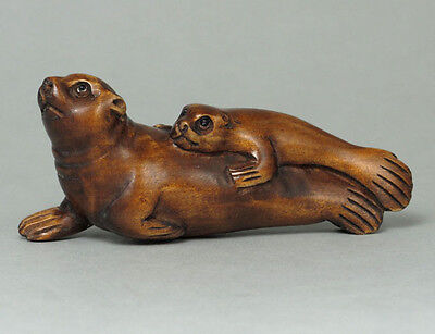 "Boxwood Japanese Netsuke ""TWO SEALS"" Carving WN319"