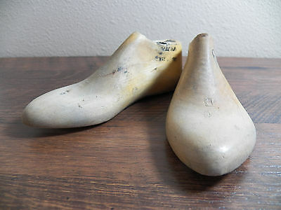 Childrens Wood Wooden 1 Pair SIZE 6 D Dress Shoe Lasts Molds Cobbler 3475