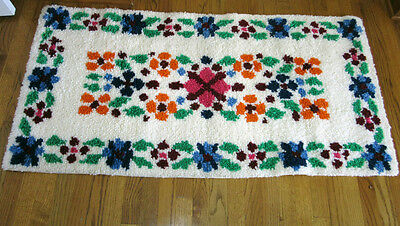 """Vintage Finished Completed Floral Pattern Latch Hook Throw Rug 55"""" x 28"""" 3lbs"""