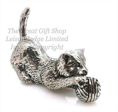 PLAYFUL CAT KITTEN WITH BALL OF WOOL brand new chrome glasses case great gift!