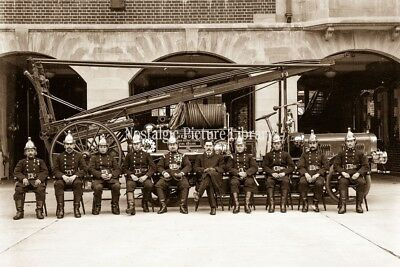 GN 670 A PHOTOGRAPH. HENDON FIRE BRIGADE WITH FIRE ENGINE. MIDDLESEX c1914