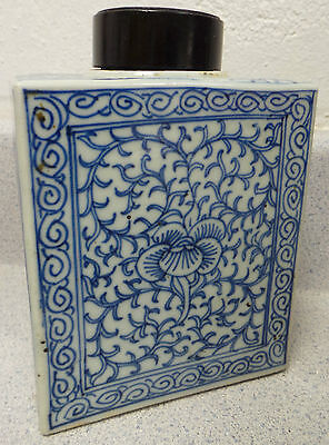 Antique Oriental Porcelain : A Chinese Export Tea Caddy