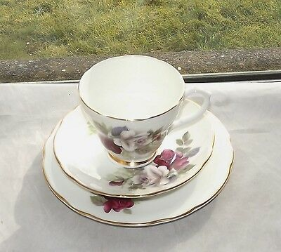 Duchess Bone China England Pattern 360 Trio Cup Saucer Plate Red & White Roses