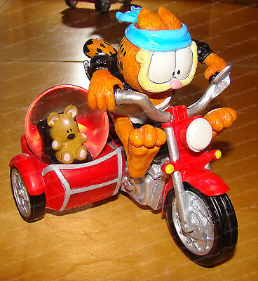 15955 - Fastest Cat in Town 45mm SnowGlobe (Garfield Collection) Motorcycle