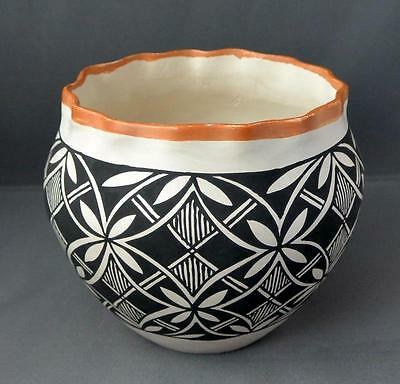 Native American Acoma Pueblo Indian Potterypie Crust Pot Santana Phillips