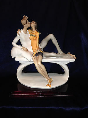 Giuseppe Armani Florence 2005 Figurine Just The Two Of Us Couple Kissing 9 1/8""